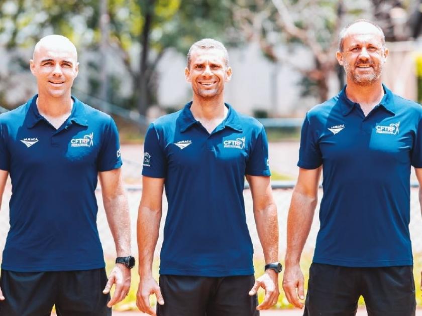 Os técnicos Gesner, Clayton, e Haroldo comandam o centro que é referência de treinamento de tênis em Ribeirão Preto e região.